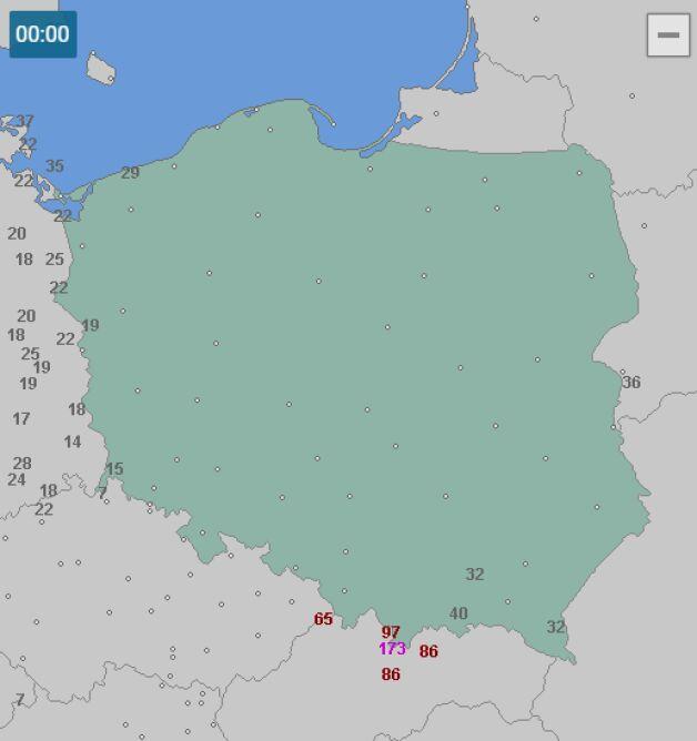 Porywy wiatru o północy w nocy z wtorku na środę (wetteronline.de)