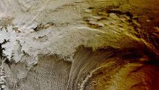 Cień na Morzu Arktycznym widoczny podczas zaćmienia Słońca z perspektywy satelity NASA (20.03)