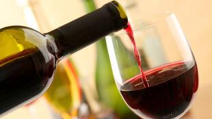 Chcesz zachować dobry słuch? Pomoże czerwone wino