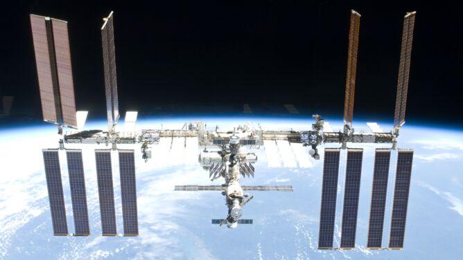 """Obok ISS leciały """"kosmiczne śmieci"""", <br />astronauci schronili się w Sojuzie"""