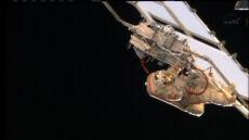 Rekordowy spacer rosyjskich astronautów. Ponad 7 godzin montowali kable
